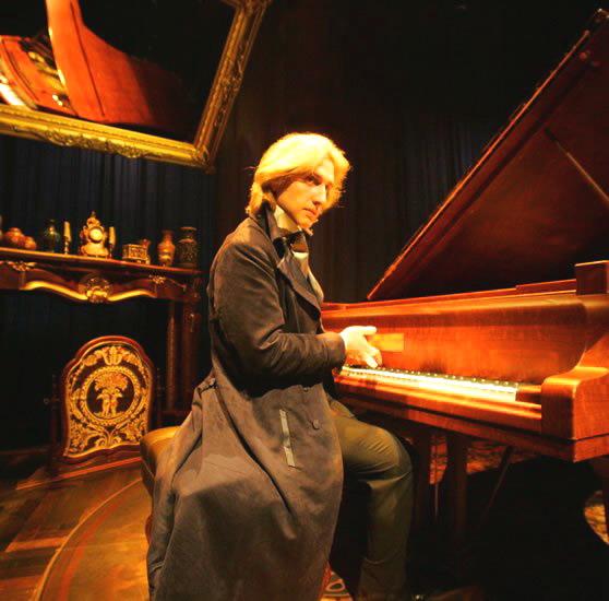 쇼팽은 기존의 왈츠곡을 연주용 음악으로 품격을 높혔습니다.