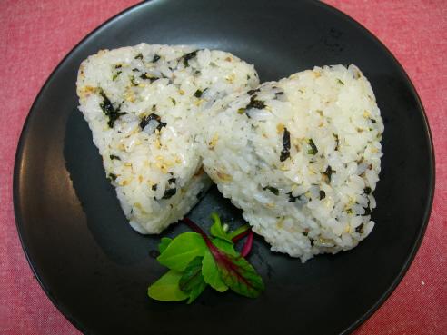 속을 넣은 주먹밥